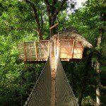 Vue de la cabane St Emilion et du pont de singe à partir du kiosque d'accés